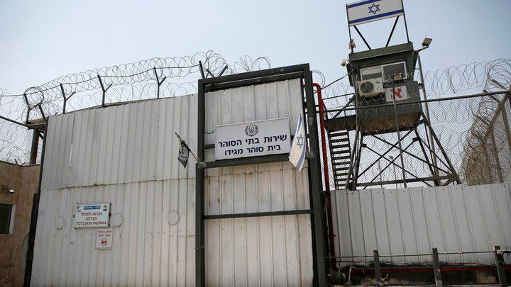 """قوات القمع تقتحم القسم (16) في سجن  """"عوفر"""""""