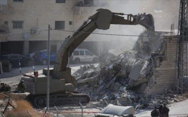 الاحتلال يهدم 8 منشآت تجارية شمال شرق القدس المحتلة