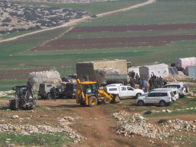 الاحتلال يشرع بعملية هدم واسعة في خربة ابزيق بالأغوار الشمالية