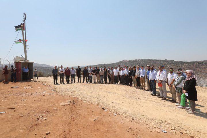 رؤساء بعثات دبلوماسية يزورون قرية بيتا