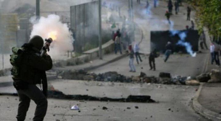أصابة مواطنين برصاص الإحتلال واعتقال ثلاثة آخرين في مخيم الفارعة