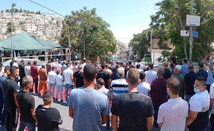 """دعوات لأداء """"صلاة الجمعة"""" بخيمة التضامن في حي بطن الهوى بسلوان"""