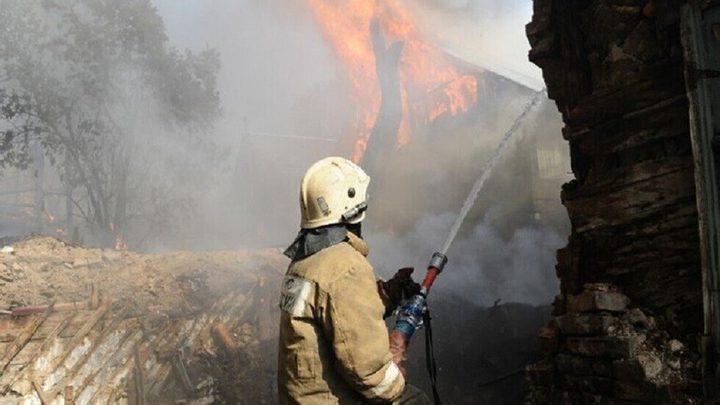 حريق ضخم في إربد وطائرتان تساعدان بإخماده