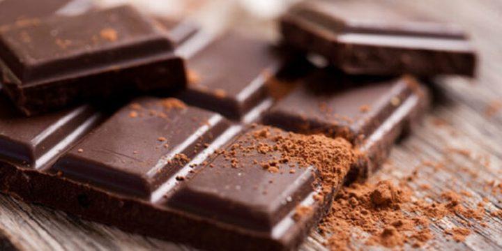 فائدة جديدة لتناول الشوكولاتة في منتصف العمر!