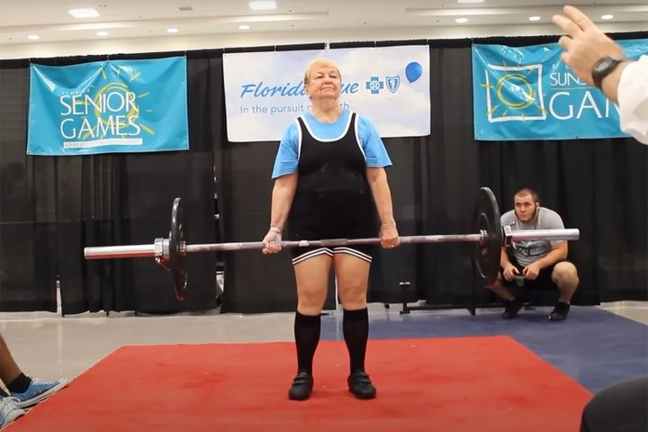 عجوز أميركية تدخل موسوعة غينيس كأكبر رباعة في رياضة رفع الأثقال