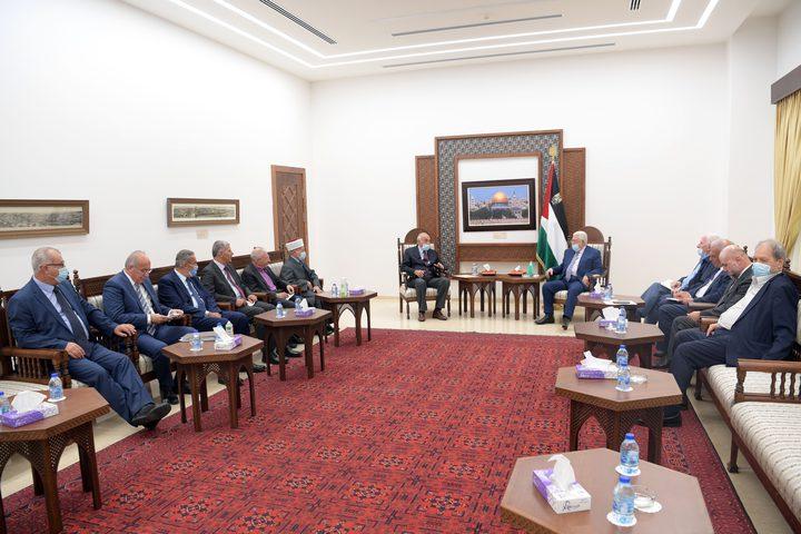 الرئيس يثمن جهود الشخصيات الوطنية لإنهاء الانقسام