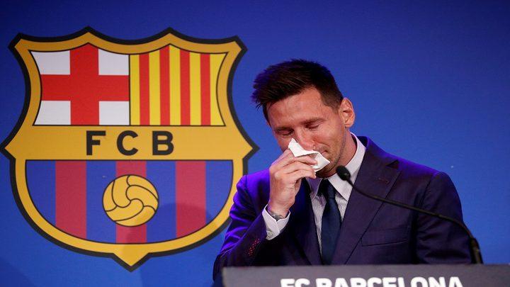 ميسي يجهش بالبكاء خلال في موتمر صحفي في وداع جماهير برشلونة