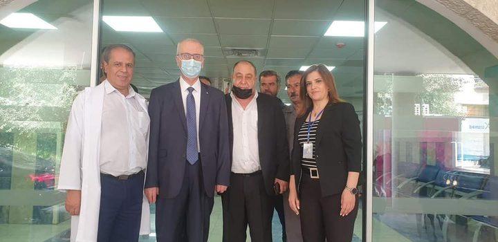 الحمد الله والمحافظ يتفقدان جرحى بيتا في مستشفى نابلس التخصصي