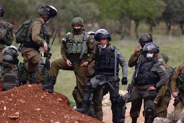الاحتلال يخطر بهدم غرفة زراعية وخزان مياه في بلدة الخضر