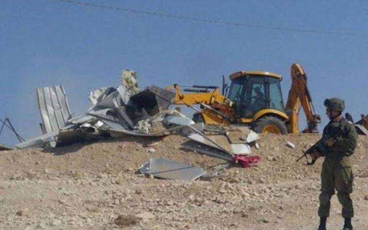 الاحتلال يهدم منشأه تجارية في اللبن الشرقية