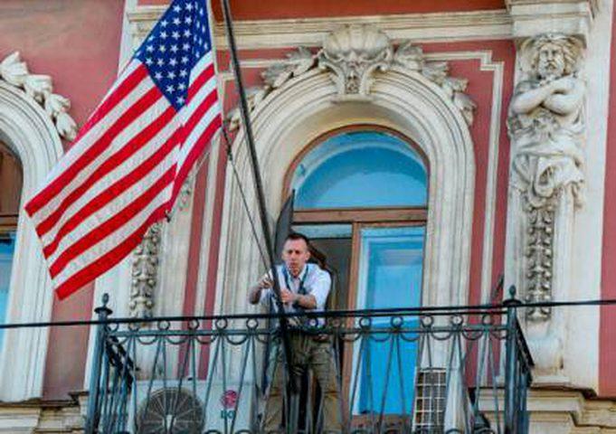 إنزال العلم الأمريكي وإغلاق سفارة واشنطن في كابول