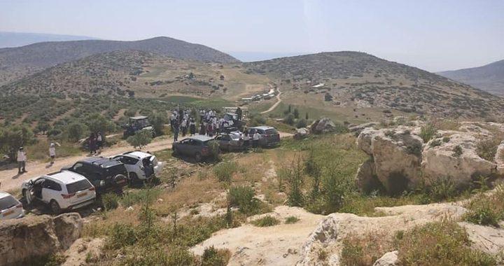 الاحتلال يسلم إخطارات بالهدم لعائلتين في خربة ابزيق