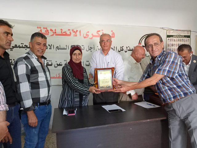 جبهة النضال تكرم الصحفيين في ذكرى انطلاقتها وذكرى استشهاد مؤسسها