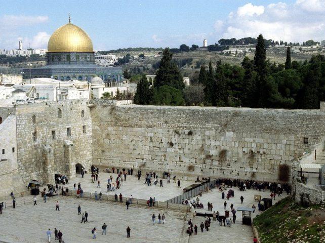 خليفة: إسرائيل التي تطالب بممتلكات اليهود ذاتها من تسرق ممتلكاتنا