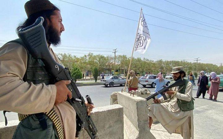 """""""طالبان"""" تدعو المواطنين الأفغان لمغادرة مطار كابل بعد مقتل 12شخصا"""