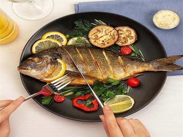 أطعمة يمنع تناولها مع السمك
