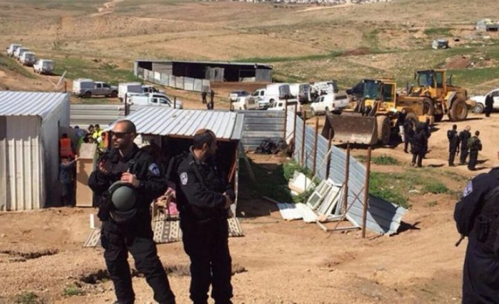 الاحتلال يسلم إخطارات للمزارعين بوقف العمل والبناء غرب سلفيت