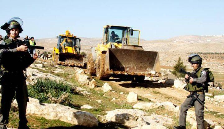 قوات الاحتلال تجرف أراضي زراعية في قصرة جنوب نابلس