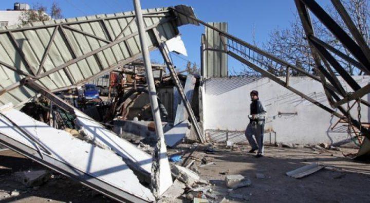 الاحتلال يهدم ورشة لتصليح المركبات جنوب الخليل