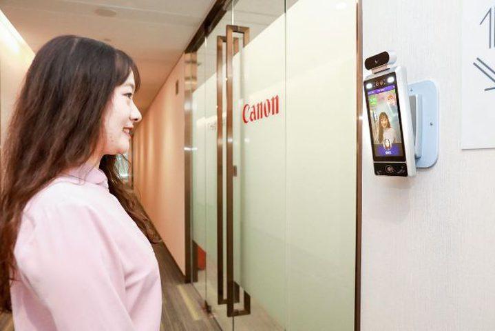 كاميرا لا تسمح إلا للموظفين المبتسمين بالدخول