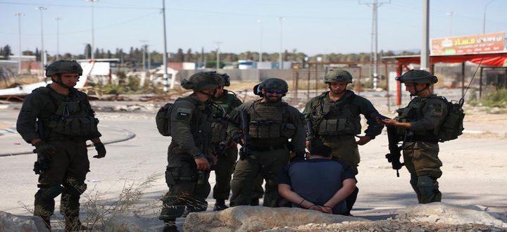 الاحتلال يعتقل ثلاثة شبان بعد إطلاق النار عليهم جنوب جنين