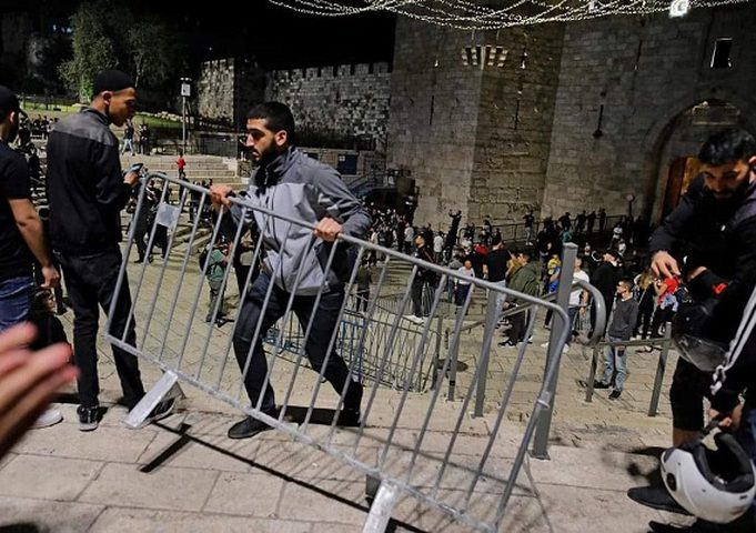 الاحتلال يعتقل شابا وفتاة قرب باب العامود