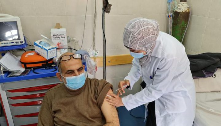 """صحة غزة :أكثر من 5 آلاف مواطن تلقوا لقاح """"كورونا"""" يوم أمس"""