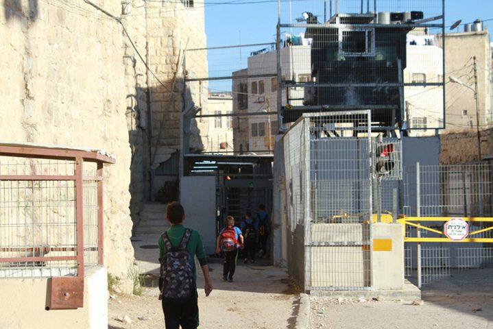 الخليل: الاحتلال يعتدي بالضرب على طالب قرب الحرم الإبراهيمي