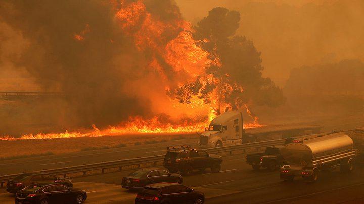 كاليفورنيا: إنذارات بإخلاء آلاف المنازل بسبب الحرائق