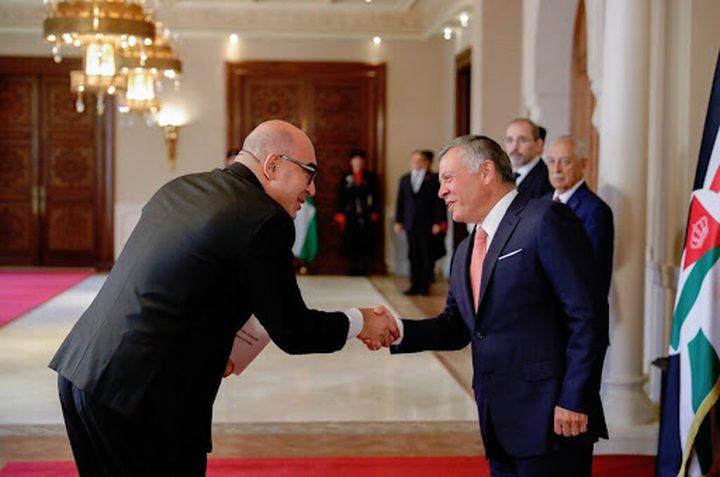 السفير الإسرائيلي الجديد يقدم أوراق اعتماده لملك الأردن