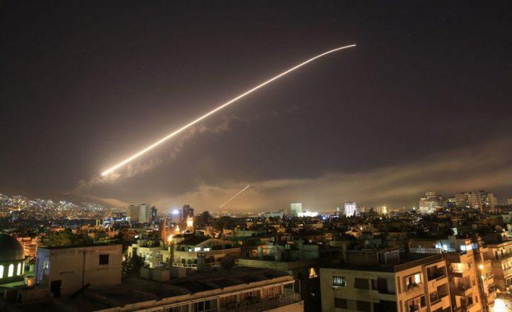 الدفاعات الجوية السورية تتصدى لصواريخ معادية في دمشق