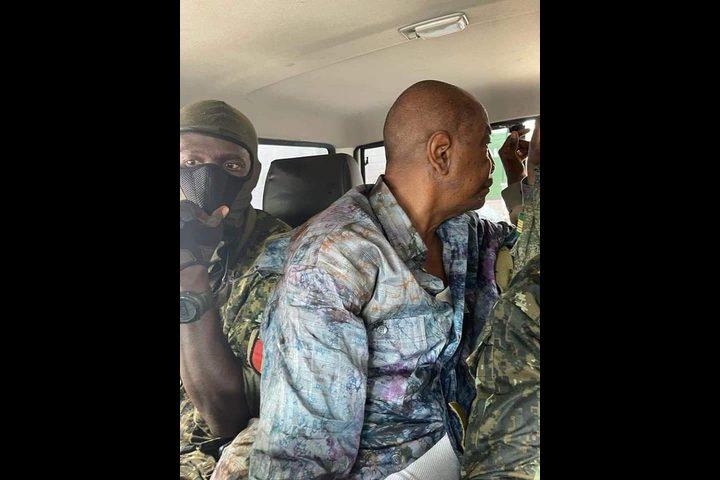 اعتقال رئيس غينيا ألفا كوندي ووقف العمل بالدستور في البلاد