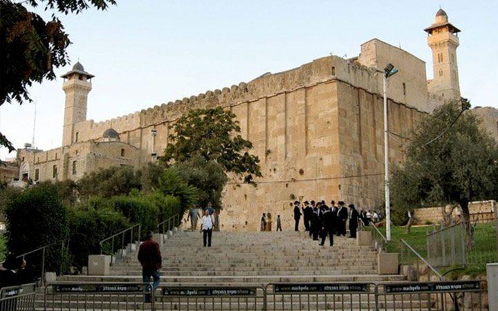"""سلطات الاحتلال تغلق المسجد الإبراهيمي بحجة """"الأعياد اليهودية"""""""