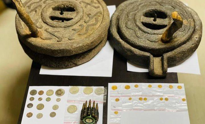 ضبط عملات ذهبية وقطع أثرية في منزل برام الله