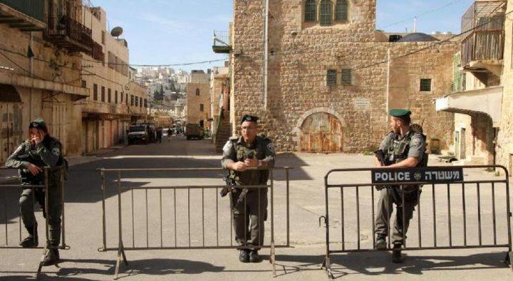 الاحتلال يغلق الحرم الابراهيمي لتأمين احتفالات المستوطنين