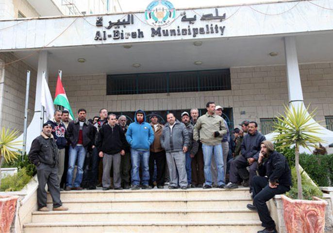 نقابة العاملين في بلدية البيرة تشرع بالاضراب المفتوح