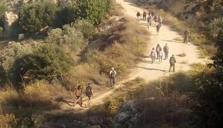 بيت لحم : مستوطنون يقتحمون خربة عايش وبرك سليمان