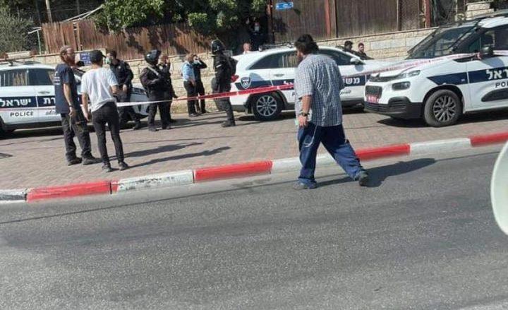 مستوطن يطلق الرصاص صوب 3 أطفال قرب مدخل الرام