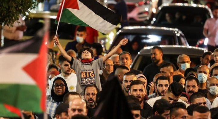"""مسيرة وسط رام الله اسنادا لأسرى سجن """"جلبوع"""" الستة"""