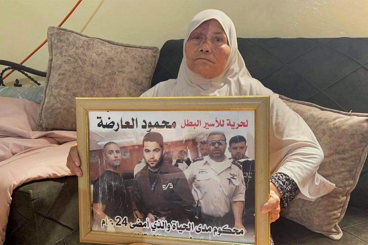 الاحتلال يفرج عن شقيقي الأسيرين العارضة وقريبهم بعد تعرضه للتنكيل