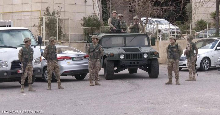 الأردن: مواطن يهاجم بنك بسبب معاملة بنكية