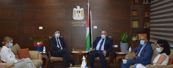 فلسطين والدنمارك تبحثان تعزيز التعاون فيما يخص سوق العمل