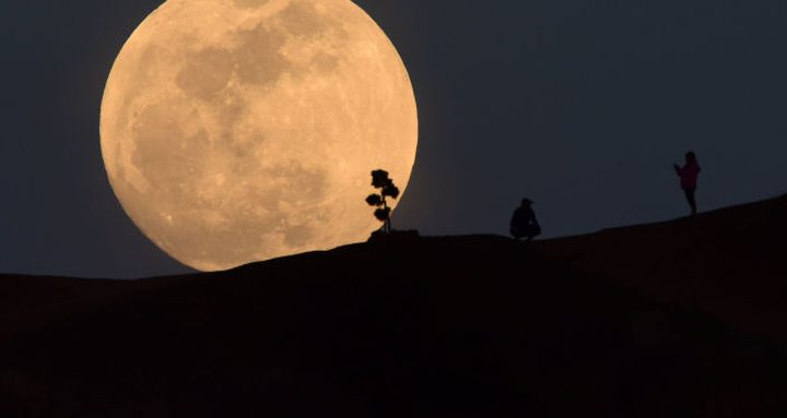 """دراسة تؤكد.. هذه أسوأ الليالي عند الرجال بسبب """"القمر"""""""