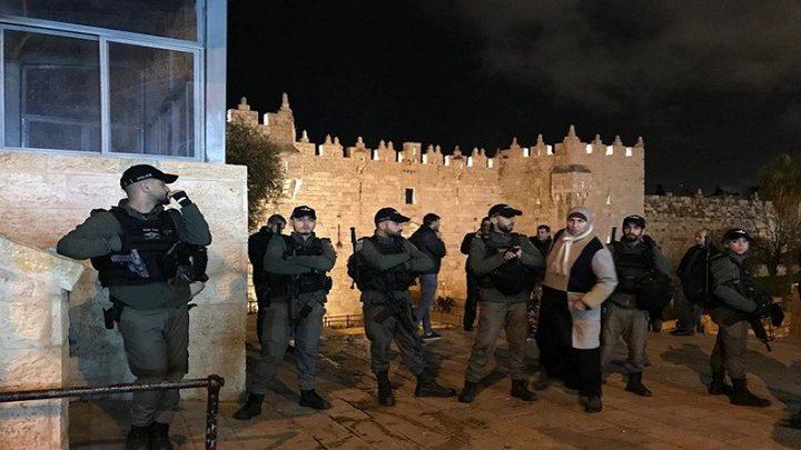 القدس: الاحتلال يضيق على المواطنين ويغلق عدة طرقات بحجة الأعياد