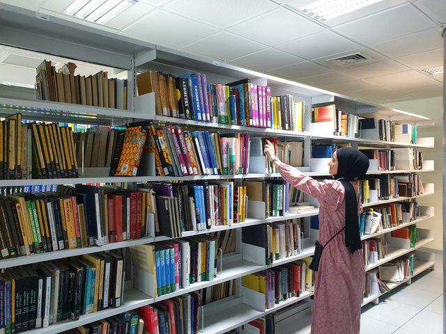 نصف مليون كتاب تحت تصرف طلبة النجاح في مكتبة الحرم الجديد
