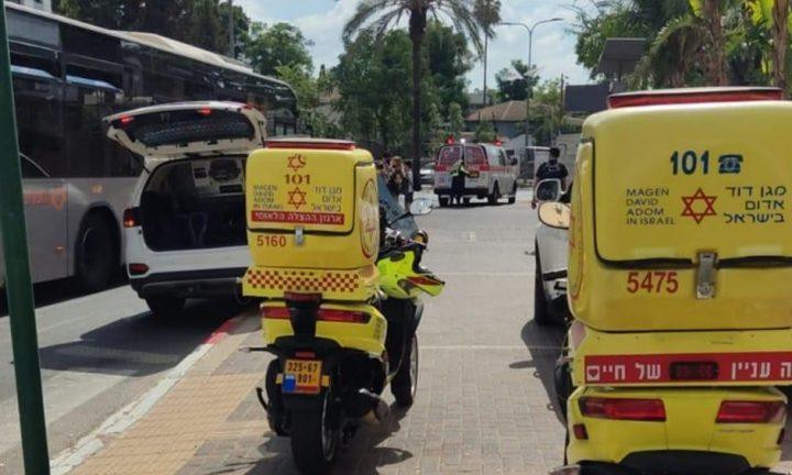 إصابة سائق حافلة عربي طعناً بالسكاكين في القدس