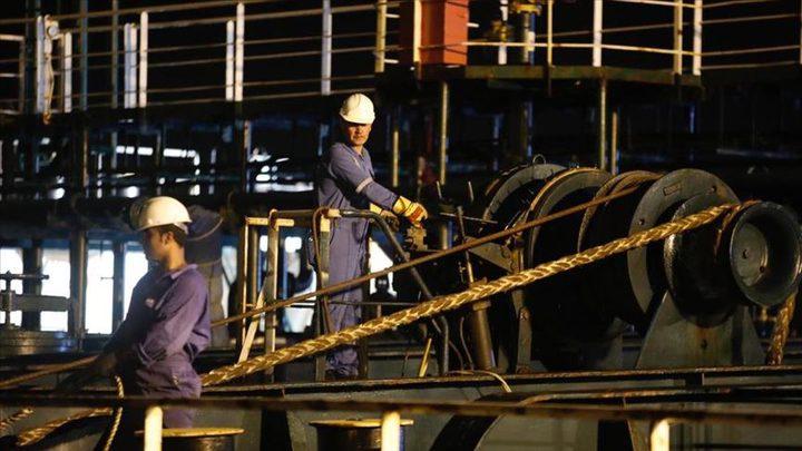 النفط يحقق مكاسب أسبوعية بـ 4% بعد تداعيات إعصارَي أميركا