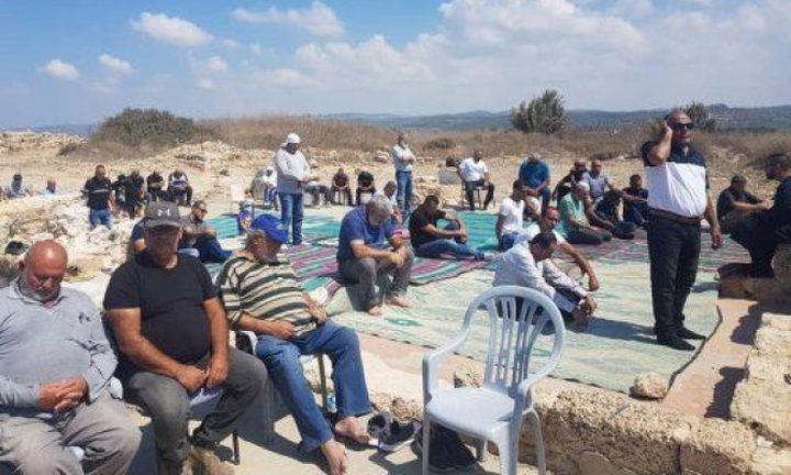 الاحتلال يدمر لوازم مسجد قرية صرفند المهجرة