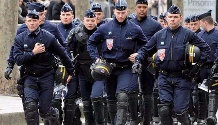 اعتقال روسي يشتبه بأنه أطلق رصاصا بشارع الشانزليزيه في باريس