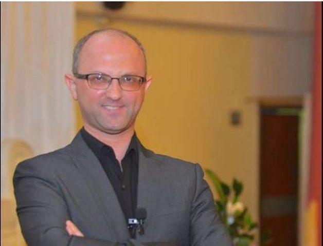 د. عصام جمعة يوضح كيفية التعرف على لغات الحب الخمسة